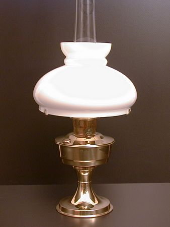 Aladdin Table Lamp, Messing mit weißem Vestaschirm
