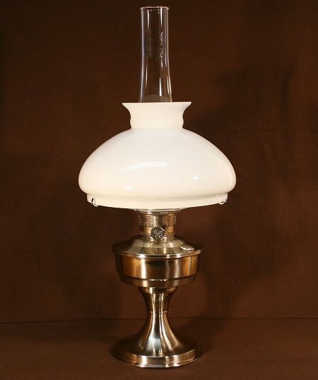 Aladdin Table Lamp, Messing verchromt mit weißem Vestaschirm