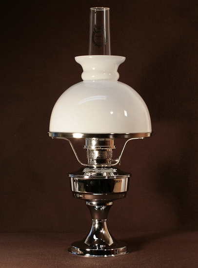 Aladdin Table Lamp, Messing verchromt mit weißem Rochesterschirm (10