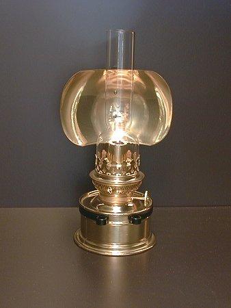 detailseite petroleumlampe mit kosmosbrenner f r tisch. Black Bedroom Furniture Sets. Home Design Ideas